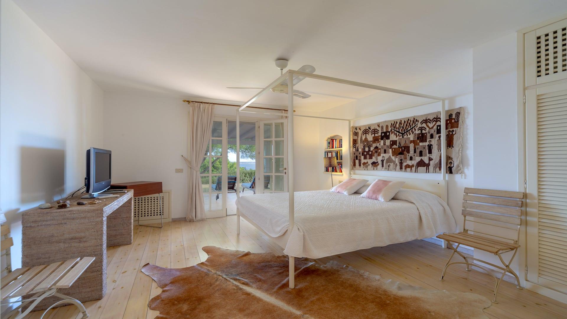 Bedroom01-01